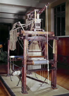 Handloom c.1825 made by Guillotte of Spitalfields, London © Science Museum/Science and Society Picture Library.